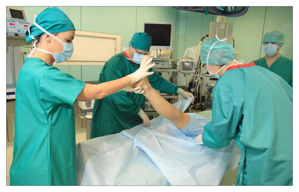 Fot. 8 Separacja operowanej nogi pacjenta drugą warstwą