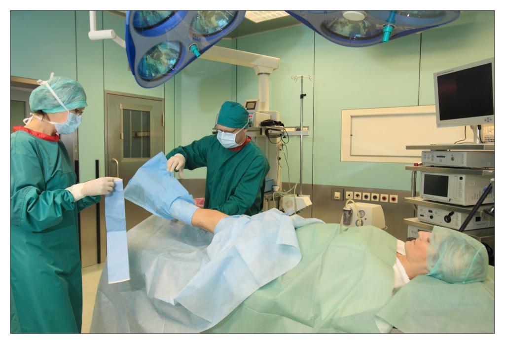 Fot. 11 Zabezpieczenie pokrowca na podudziu pacjenta